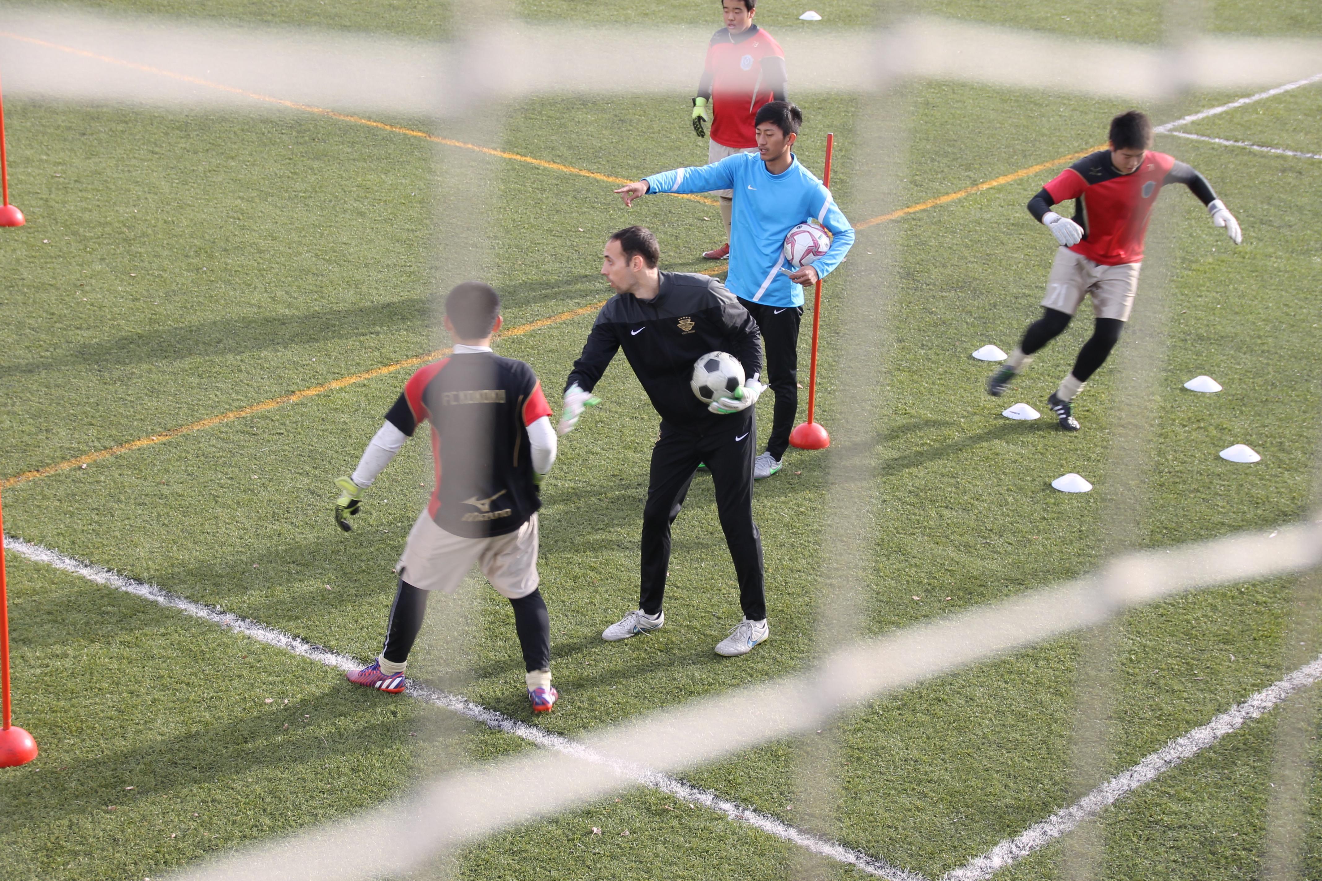 En Pau Rovira entrenant amb els porters